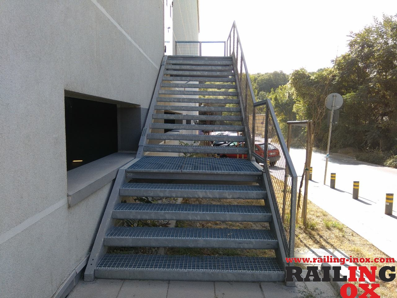 Външни евакуационни и противопожарни стълби