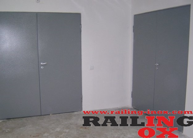METAL FIRE-RESISTANT DOORS